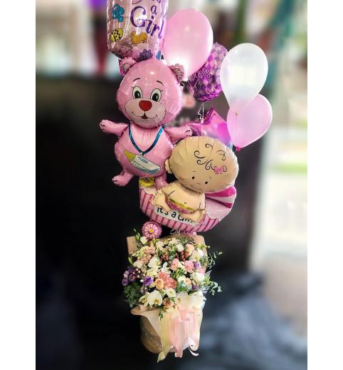 Композиція з квітів та кульок №55